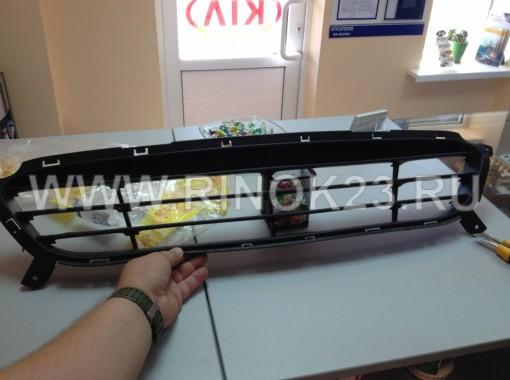 Решетка переднего бампера Hyundai Solaris 11-